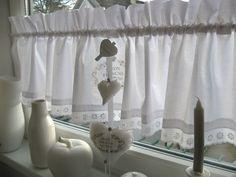 ~~~~ mit viel Liebe zum Detail ~~~~ ~ Hier stelle ich eine Scheibengardine/Vorhang in schnee-weiß im Landhausstil Frankreich - Provence - Cute-Vintage - Shabbyinkl.2 Skt.Deko Stoff Herzen vor...