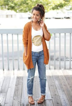 Casual Outfit. I want a pair of jeans like these