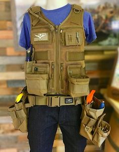 Atlas 46 is the premium manufacturer of tool vests, tool belts, tool rolls and workwear made in the USA. Woodworking Equipment, Woodworking Workshop, Woodworking Tools, Electrician Tool Pouch, Rolling Workbench, Best Random Orbital Sander, Work Belt, Carpenter Tools, Menswear
