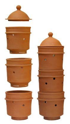 Podemos producir Lombricompost en pequeñas Cantidades si nuestros Decechos organicos Son pocos. Urban Composting, Worm Composting, Oven Diy, Garden Compost, Gardening, Pizza Oven Outdoor, Worm Farm, Pottery Designs, Growing Herbs