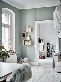 Home Decorating Ideas Living Room Wall color green-gray Home Decorating Ideas Living Room Source : Wandfarbe grün-grau by christinaskey Share Scandinavian Interior Design, Home Interior Design, Scandinavian Style, Kitchen Interior, Interior Wall Colors, Interior Paint, Modern Interior, Room Interior, Natural Interior