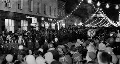 Oulun joulun avausta vietetään tänä iltana Rotuaarilla. Vanhat kuvat kertovat, että jouluruuhkaa on riittänyt Oulussa myös ennen vanhaan.
