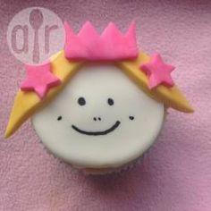 Prinzessin Muffins mit Fondant verziert, Prinzessin Cupcakes, Prinzesseinmuffins, Fondant verzieren, Schritt für Schritt Bilder @ de.allrecipes.com