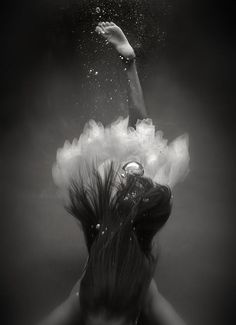 Black & White Photography Inspiration Picture Description The Cools Photos Black And White, Black And White Photography, White Art, Underwater Photography, Art Photography, Underwater Photoshoot, Ballerina Photography, Underwater Art, Amazing Photography