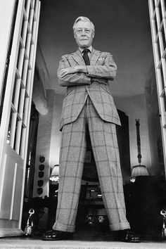 The Infamous Windsor.Finally in hi-res: the Duke of Windsor, in his suit in the Sutherland check, Moulin de la Tuilerie, Eduardo Viii, Windsor, England Fashion, Bespoke Tailoring, Savile Row, Duke And Duchess, British Royals, Stylish Men, Celebrity Weddings