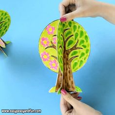 Four Seasons Tree Craft With Template - We have a wonderful four seasons tree craft template to share with you, this one can fold nicely into a 4 seasons book or you can assemble it together to stand on it's own. kita Four Seasons Tree Craft With Template Kids Crafts, Tree Crafts, Fall Crafts, Projects For Kids, Preschool Activities, Diy For Kids, Art Projects, Diy And Crafts, Arts And Crafts