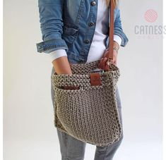 Looks chic and feels just right. For the - Salvabrani Crochet Tote, Crochet Handbags, Crochet Purses, Knit Crochet, Linen Bag, Looks Chic, Tote Pattern, T Shirt Yarn, Knitted Bags