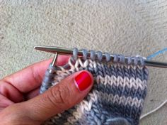 Two Methods For Knitting Jogless Stripes In The Round.