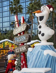 Holidays at the Disneyland Resort brings even more opportunities for play, entertainment and holiday shopping to the Downtown Disney District in Anaheim.