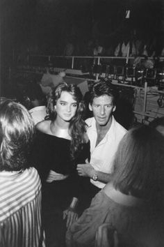 Brooke Shields and Calvin Klein looking super stoned upon entering Studio 54 xx Studio 54 New York, Calvin Klein, 70s Glam, Boogie Nights, Brooke Shields, Famous Faces, Night Club, Role Models, Movie Stars