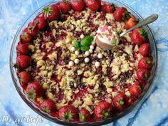Di gotuje: Crumble truskawkowe z czekoladą (truskawki z krusz...