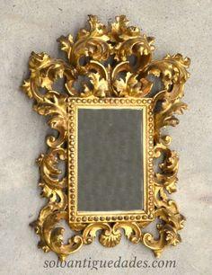 Cornucopia de estilo rococó con espejo central rectangular y marco cuadrangular, profusa y densamente decorado con rocalla dorada. #Cornucopia
