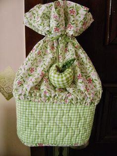 Crafts with Ice Cream Pot Fall Crafts, Diy And Crafts, Arts And Crafts, Patch Quilt, Applique Quilts, Quilting Projects, Sewing Projects, Fabric Crafts, Sewing Crafts