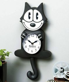 Felix the Cat Animated Wall Clock - 20 Cool Retro-Style Toys  http://www.coolgizmotoys.com/2013/11/cool-toys-retro.html