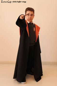 Harry Potternek lenni egy iskolai farsangon igazán menő dolog. Főleg akkor, ha a jelmez nem bolti, hanem házi készítésű. Ebből a bejegyzésből megtudhatjátok, miből is tevődik össze egy Harry Potter jelmez és milyen elemekből érdemes összeállítani, hogy a legtöbb darabja később is rendszeresen használható legyen...