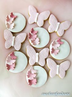 zuccherofondente: Biscotti e cupcakes tema farfalle 16th Birthday Decorations, Girls Party Decorations, Butterfly Birthday Party, Butterfly Baby Shower, Fancy Cookies, Iced Cookies, Decoration Buffet, Butterfly Cookies, Fondant Cookies