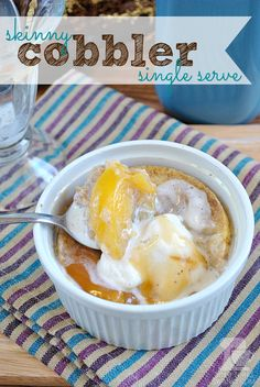 Skinny Single Serve Peach Cobbler with Ice Cream (under 300 calories) Sugar Free Desserts, Healthy Desserts, Just Desserts, Delicious Desserts, Dessert Recipes, Yummy Food, Mini Desserts, Fruit Recipes, Healthy Foods