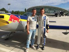 Rallye Co-Piloten sind einfach unerschütterlich – nicht wahr, Ola Fløene? Montag war Florian für eine neue Folge #RALLYTHEWORLD am Red Bull HANGAR-7 & 8 - Salzburg Airport. Im Hintergrund seht Ihr die Extra 300 des Red Bull Air Race Piloten Matthias Dolderer. To be continued … ;) #GOgier #ExcitementWeShare #Volkswagen #WRC #RedBull #Rallye #Rally #Motorsport  #FIA #WM2014 #Weltmeister #FlyingFinn #RallyGermany2014 #worldchampion #redbullairrace #airrace #WorldChampionship #Flying #RedBullTV