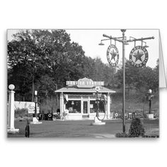 Old gas station, 1925 card Old Gas Pumps, Vintage Gas Pumps, Old Photos, Vintage Photos, Vintage Cars, Antique Cars, Old Gas Stations, Filling Station, Texaco