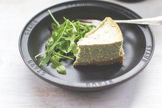 Herzhafter Cheesecake mit Rucola-Pesto | moeyskitchen.com