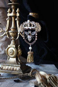 """Купить Брошь-кулон """"Геральдика"""". - серебряный, брошь, орден, серебро, патина, жемчуг, стразы, серый"""