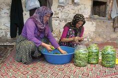 Türk kadını boş durmaz üretir