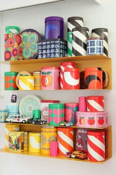 Aarikka Finland, retro purkkeja Products I Love in 2019 retro home products - Retro Products Vintage Kitchenware, Vintage Tins, Retro Vintage, Marimekko, Retro Room, Retro Home Decor, Tin Boxes, Design Case, House Colors