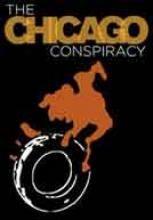 La conspiración de Chicago - Documentales online  Este documental aborda el legado de la dictadura militar en Chile compartiendo la historia de jóvenes combatientes asesinados por el régimen de Pinochet como un telón sobre la historia de la dictadura militar y el actual conflicto social en esa área.