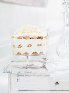 Tiramisu tout blanc Recettes | Ricardo. Plus de recettes ici : http://www.ilgustoitaliano.fr/recettes/i-love-tiramisu #recette #tiramisu