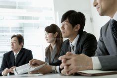 ビジネスシーン 会議中の4人 (c)absodels RF