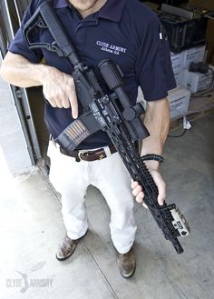 A Daniel Defense DDM4V11 and a Trijicon VCOG.  CLYDE ARMORY 