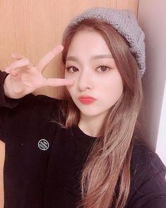 Criss Hallyu: ( : Selfies Part 215 Kpop Girl Groups, Kpop Girls, Stupid Girl, Teen Celebrities, Sweet Girls, Selfie, South Korean Girls, Cool Girl, Asian Girl