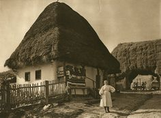 The romanian peasant and agriculture Vintage Pictures, Old Pictures, Old Photos, Romania People, Cultural Architecture, Unusual Homes, Old Doors, Fairy Houses, Traditional House