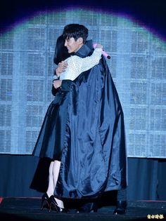 Lee Jun Ki Appears as Surprise Guest at IU's Taipei Concert and Re-enacts Rain and Cape Scene from Moon Lovers Lee Jun Ki, Joon Gi, Lee Joon, Jin, Scarlet Heart Ryeo Wallpaper, Kang Haneul, Hong Jong Hyun, Tortured Soul, Joo Hyuk