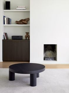 Idea to Steal: Black Coffee Tables on apartment 34 #fallhomedecor #interiordesign