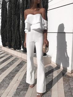 Solid Ruffled Design Off Shoulder Jumpsuit - Mode Tutorial and Ideas Ruffle Jumpsuit, Jumpsuit With Sleeves, Prom Jumpsuit, White Jumpsuit, Elegant Jumpsuit, Strapless Jumpsuit, Jumpsuit Outfit, Short Jumpsuit, Casual Jumpsuit