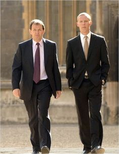 'Inspecteur Lewis' Kevin Whately and Laurence Fox Kevin Whately, Inspector Lewis, Inspector Morse, Crime, Laurence Fox, Shaun Evans, Good Looking Actors, Detective Shows, Rudolph Valentino