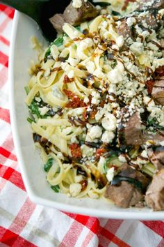 Make this popular Olive Garden recipe for Steak Gorgonzola Alfredo at home. Grilled steak over fettuccine alfredo tossed with fresh spinach and Gorgonzola cheese; then topped with sun dried tomatoes & balsamic drizzle. Pasta Recipes, Beef Recipes, Real Food Recipes, Dinner Recipes, Cooking Recipes, Copycat Recipes, Dinner Ideas, Yummy Food, Noodle Recipes