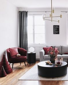 Die roten Farbakzente in diesem wunderschönen Woh. Noble and at the same time modern! The red color accents in this beautiful living room create a unique look. Home Living, Living Room Sofa, Living Room Decor, Beautiful Living Rooms, Home And Deco, Decoration Table, Cheap Home Decor, Home Decor Inspiration, Decor Ideas
