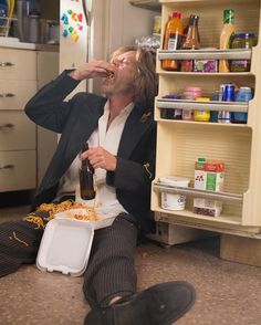 Frank's got a case of the #Mondays.  CATCH UP on the season premiere of #Shameless NOW on @Showtime. . . . . . . . . . . #WilliamHMacy #Frank #Gallagher #Franking #SeasonPremiere #Season7 #Showtime