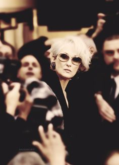 Meryl Streep in The Devil Wears Prada love the sunglasses Meryl Streep, Beautiful Old Woman, Beautiful People, Miranda Priestly, Devil Wears Prada, Love Film, Mamma Mia, Film Serie, Best Actress