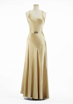 Madeleine Vionnet (1935) Due to the economic uncertainty of the 1930's simple shapes, clean lines and cuts were favoured with luxurious detail added discreetly, like this #Swarovski encrusted buckle on the waist