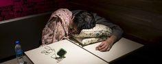 Aluguéis sobem em Hong Kong, e homens dormem em McDonald's (Tyrone Siu/ Reuters)