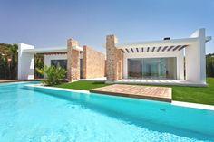 The 'Luxury Ibiza Property' located in Cala Conta, Ibiza, Spain - Designed by Elle McPherson Villa Ibiza, Luxury Villa, Dream Pools, Spanish House, Modern Architecture, Luxury Homes, House Styles, Ibiza Spain, Ideal House