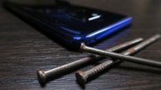 Când ciocanul nu e destul de greu, cuiul loveşte înapoi; Despre autonomia bateriei lui Huawei Mate 20 Pro Editorial, Personalized Items, Iphone