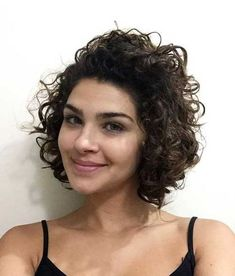 I always think that curly hair and bob haircuts look great together. Curly Bob Hairstyle for Girls.latest curly bob hairstyles for women Curly Bob Hairstyle Short Curly Haircuts, Curly Hair Cuts, Curly Bob Hairstyles, Wavy Hair, Short Hair Cuts, Curly Hair Styles, Natural Hair Styles, Curly Short, Bob Haircuts
