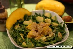 Mango-Avocado-Salat mit Rucola und Chiasamen