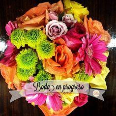 Nuestra historia Decolores de mañana... El bouquet de Claudia refleja la paleta viva que se verá en la decoración.  #weddingdecoration #boda #decoracion #vintage #love #amor #photooftheday #flores #flowers #crafts #decolores #caracas #novia #bride #wishtree #picoftheday #venezuela #instabride  #hechoamano #creativo #instalove #instagood #instamood #centrosdemesa #centerpieces #sign #chalkboard #pizarra #message #Padgram