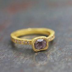 Bague Sentiment diamants roses par Esther Assouline pour l'Atelier des Bijoux Créateurs.