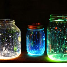 Easy DIY mason jar lights. Splatter glow in the dark paint.